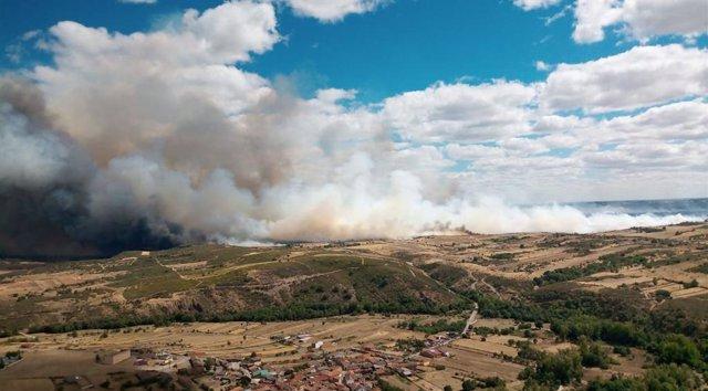 Incendio forestal en Lober de Aliste (Zamora).