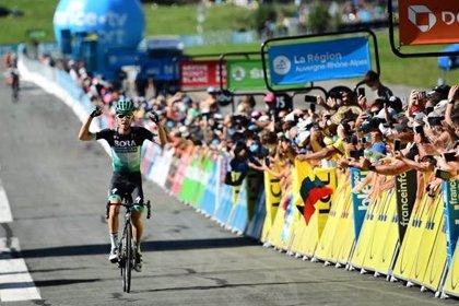 Kämna gana la cuarta etapa y Roglic salva un accidentado liderato en la Dauphiné