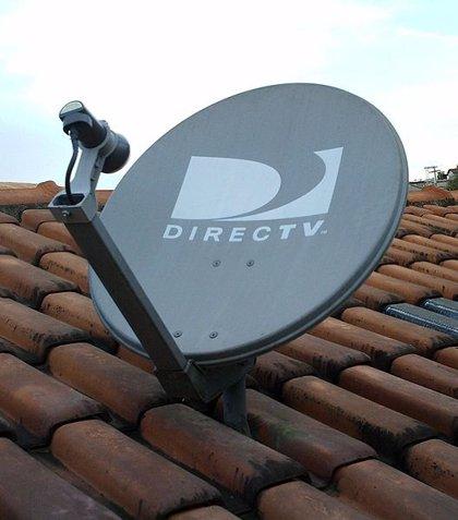 Maduro ordena la liberación de tres ejecutivos de DirecTV, que reanuda su servicio en Venezuela