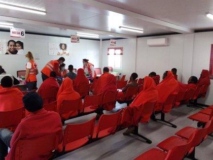 Cuatro migrantes dan positivo Covid tras ser rescatados de una patera en Almería