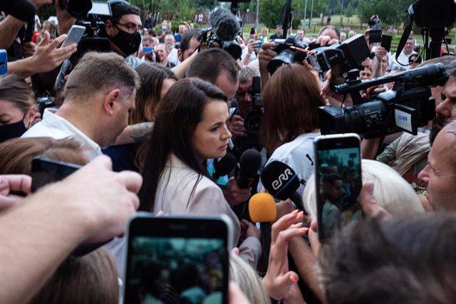 La opositora bielorrusa Svetlana Tijanovskaya vota en las elecciones presidenciales