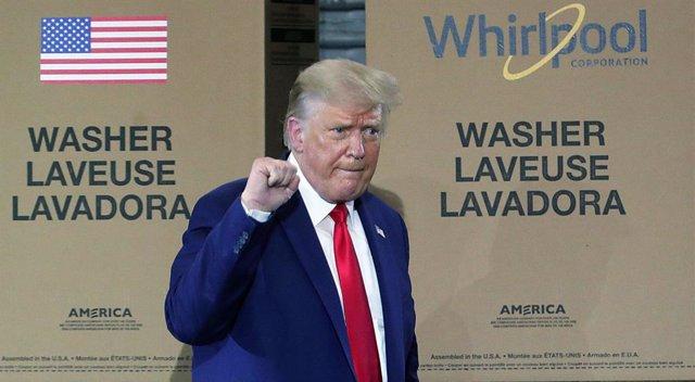 EEUU.- Trump muestra su apoyo al jefe del Servicio Postal de EEUU aunque continú