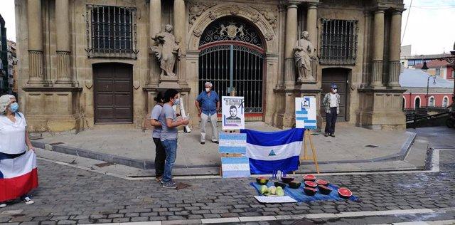 Concentración en Pamplona en protesta por la muerte de Eleazar Blandón, temporero fallecido en Murcia