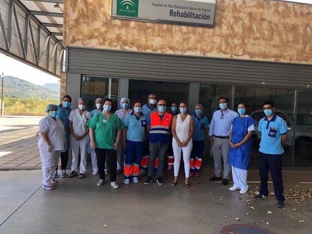 La delegada territorial de Salud, Trinidad Rus, con el equipo de ratreo del Covid