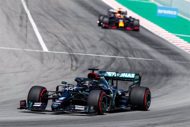 Hamilton por delante de Verstappen en el Gran Premio de España 2020