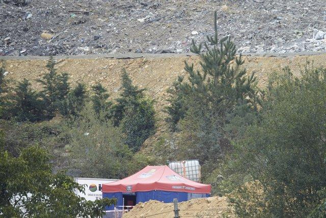Vista general de la zona donde trabajan en las labores de búsqueda de los dos trabajadores sepultados bajo los escombros del vertedero de Zaldibar (Vizcaya), que se derrumbó el pasado 6 de febrero.