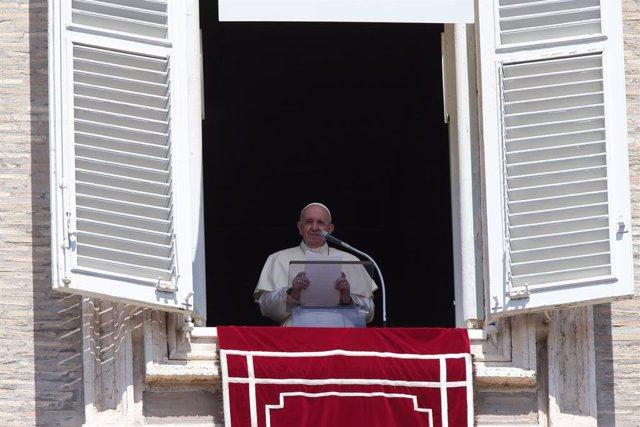 """El Papa insta a los religiosos a evitar la perspectiva """"mundana"""" que lleva a bus"""