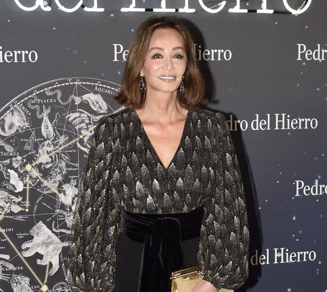 Isabel Preysler posa sonriente en el último desfile de Pedro del Hierro