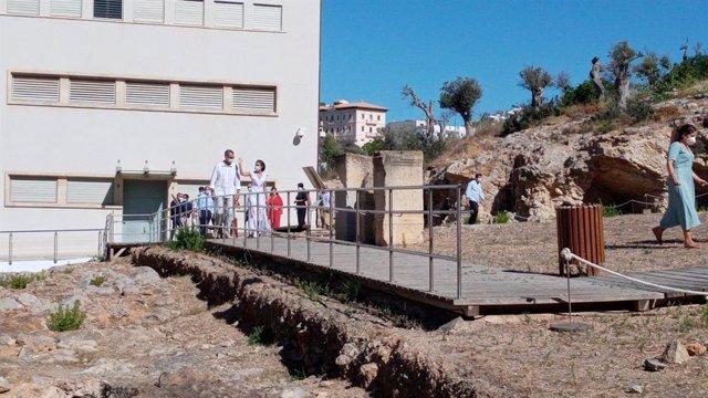 Los Reyes comienzan su visita a Ibiza en el Museo Monográfico y Necrópolis de Pu