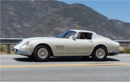 Subastan un Ferrari de 1966 por 2,6 millones, la cifra más alta pagada 'online' por un automóvil