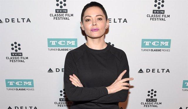 Rose McGowan continúa sus protestas contra el abuso sexual en la industria del cine.