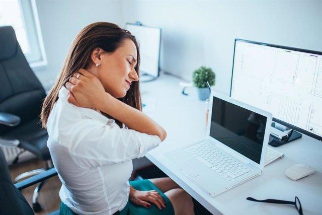 8M.- El 65% de las mujeres trabajadoras sufre patologías osteomusculares localizadas en el cuello, según un estudio