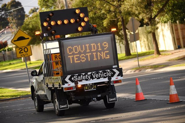 Una señal que indica la realización de pruebas de COVID-19 en Melbourne, Australia