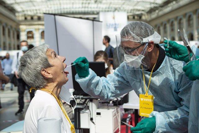 Coronavirus.- Rusia registra más de 932.000 contagios de COVID-19 tras sumar más
