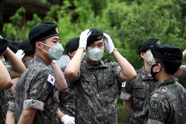 Corea.- Estados Unidos y Corea del Sur inician maniobras militares, reducidas po