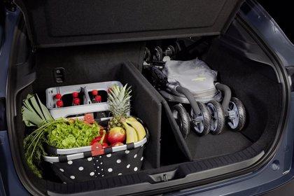 Mazda incorporará desde febrero al CX-30 el sistema 'Smart Cargo Board' para organizar el equipaje