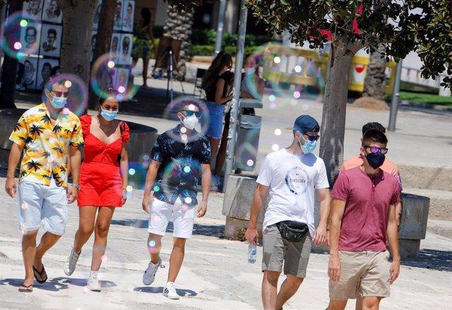 Turistas por el centro de Palma.