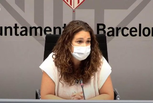 La tinent d'alcalde de Drets Socials, Justícia Global, Feminismes i LFTBI de Barcelona, Laura Pérez, en una roda de premsa