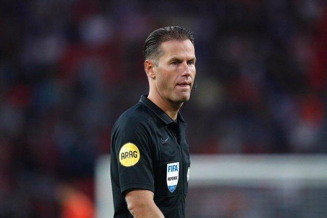 El árbitro Danny Makkelie