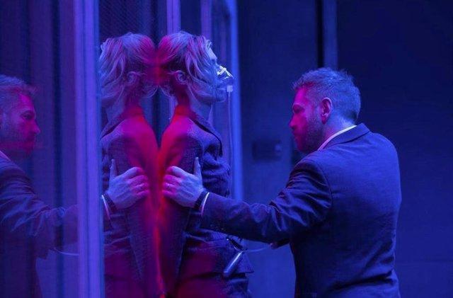 Elizabeth Debicki y Kenneth Branagh en 'Tenet'