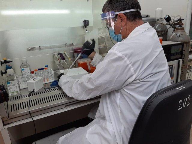 Un nuevo examen de saliva pretende indicar en menos de un segundo si el paciente ha contraído coronavirus
