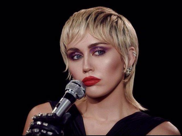 MIley Cyrus saca nuevo trabajo con una renovada y favorecedora imagen