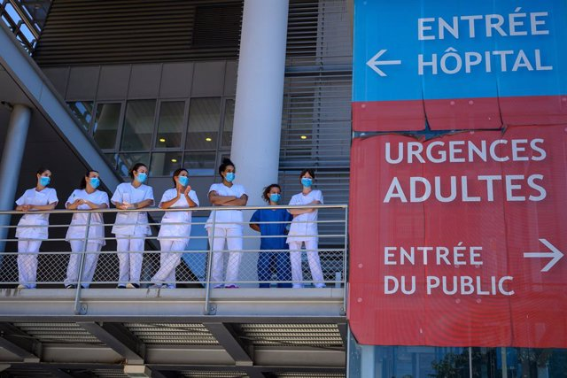 Imatge d'arxiu de personal sanitari a França.