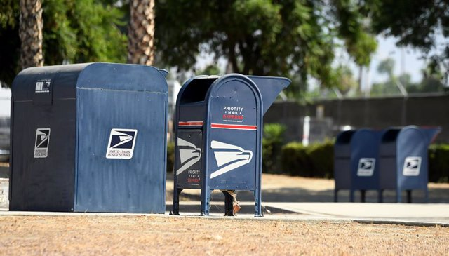 EEUU.- El director del Servicio Postal de EEUU suspende los polémicos cambios pr