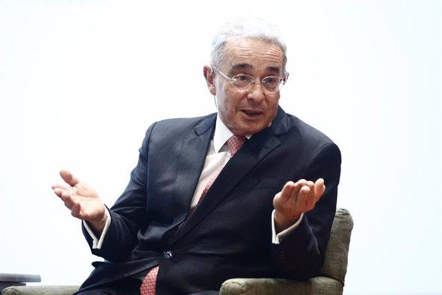 Colombia.- El expresidente colombiano Álvaro Uribe renuncia a su escaño en el Se