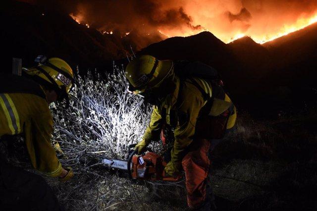 EEUU.- California declara el estado de emergencia por los incendios mientras con