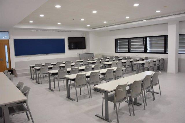 Imagen de un aula vacía de los centros de estudio de San Pablo Andalucía CEU.