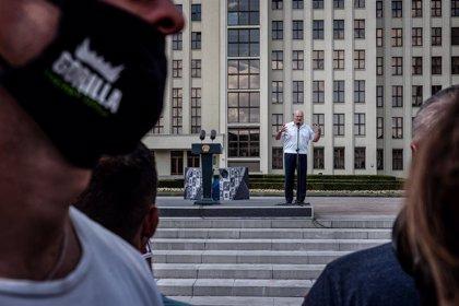 Bielorrusia.- Lukashenko anima a EEUU y la UE a preocuparse por sus problemas internos y no por Bielorrusia