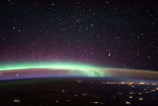 Dos fenómenos atmosféricos de luz coinciden en el cielo
