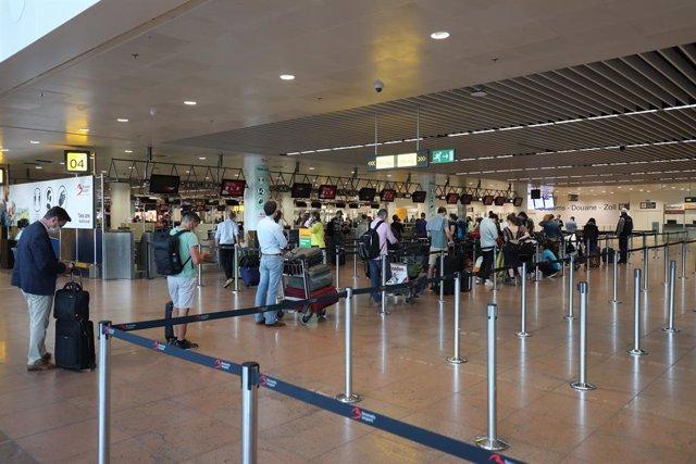 """Coronavirus.- Expertos de Bélgica desaconsejan viajar a España: """"La situación es"""