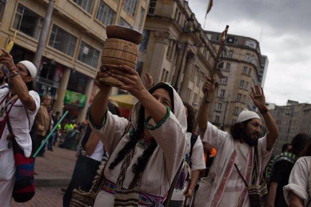 Indígenas colombianos marchan por Bogotá (Imagen de archivo)