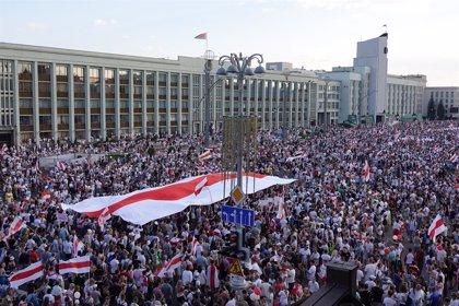 Bielorrusia.- Aumentan a tres los muertos por la represión de las protestas contra la reelección de Lukashenko