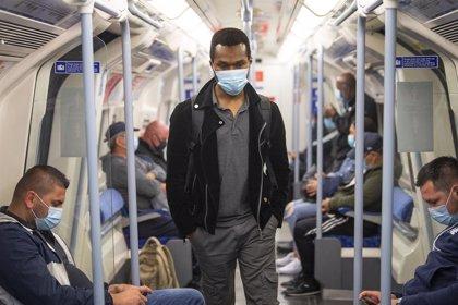 Coronavirus.-Reino Unido constata otros 812 casos y 16 muertos pero descarta imponer la mascarilla en lugares de trabajo