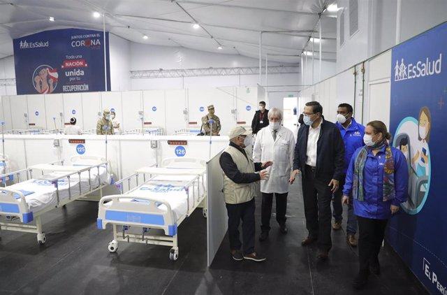 El presidente de Perú, Martin Vizcarra, durante la inauguración de un hospital para tratar a enfermos de coronavirus en el distrito de San Juan de Lurigancho, en la provincia de Lima.