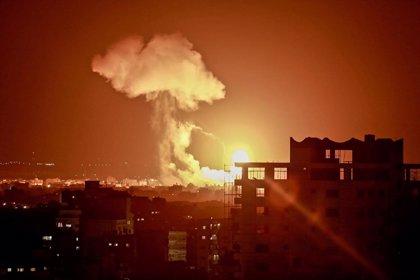 Israel bombardea un día más posiciones de Hamás en Gaza por el lanzamiento de globos incendiarios