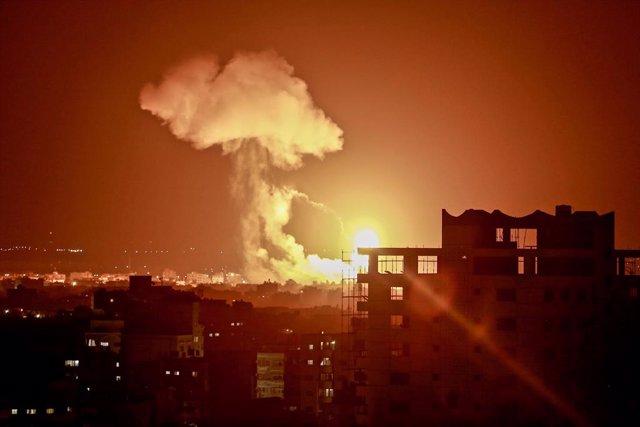 O.Próximo.- Israel bombardea un día más posiciones de Hamás en Gaza por el lanza