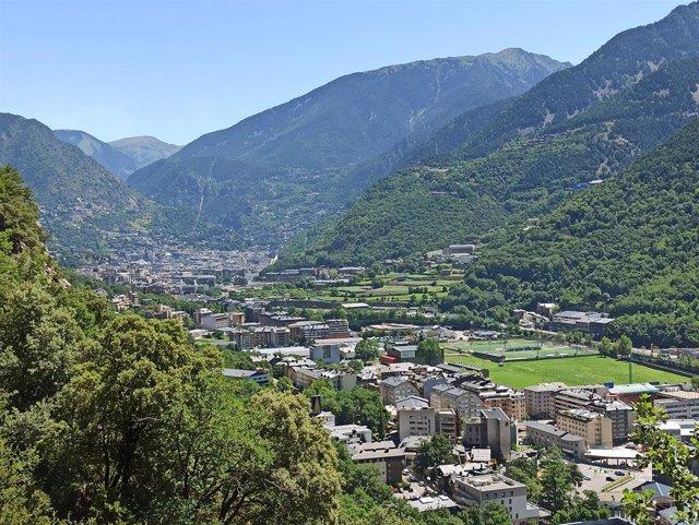 El valle central, con las poblaciones de Santa Coloma, Andorra la Vella y Escaldes-Engordany en el fondo