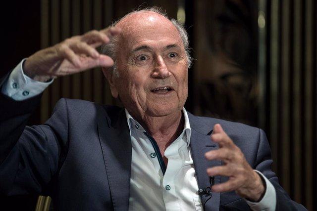 Fútbol.- Blatter critica a la FIFA por cerrar la investigación contra Infantino