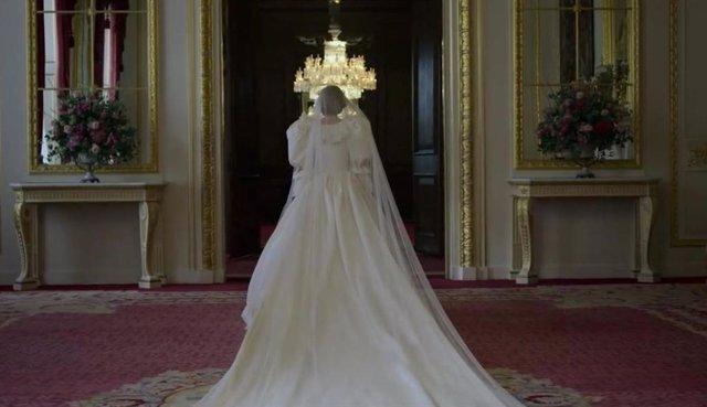 Emma Corrin como Diana de Gales en 'The Crown'