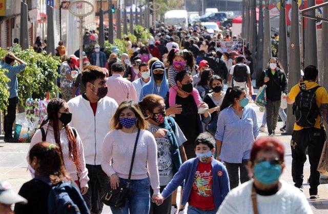 Chile.- Chile registra casi 2.000 casos diarios para un total de más de 390.000