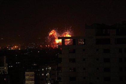 Israel bombardea nuevamente Gaza tras ataques con globos incendiarios y cohetes