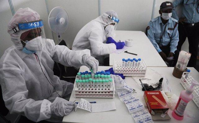 Coronavirus.- India supera los 2,9 millones de contagios con más de 2,1 millones