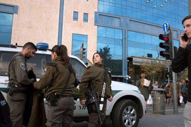 Israel.- Decenas de protestas en Israel contra la violación de una menor por más
