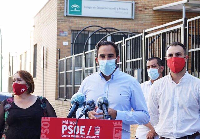 El portavoz del grupo socialista en el Ayuntamiento de Málaga, Daniel Pérez, en rueda de prensa