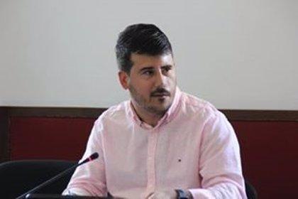 Delegado de Presidencia del Ayuntamiento de Barbate (Cádiz) critica que Campo y Batet no usaran mascarilla en la playa