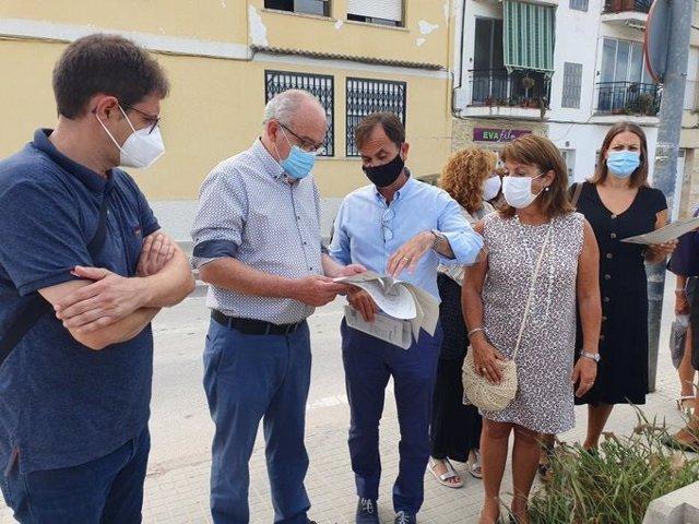 El conseller Josep Bargalló, en la seva visita a Cubelles